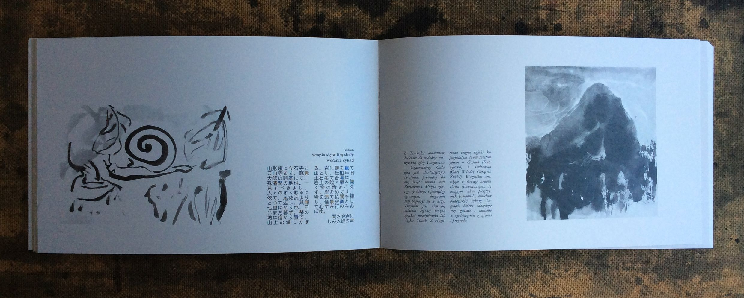 Excerpts from Matsuo Bashō's Oku no hosomichi and Agnieszka Żuławska-Umeda's journal from a hike in the footsteps of the poet in 2016. The publication was illustrated by Agata Jóźwiak and it was firstly presented online in 2021.
